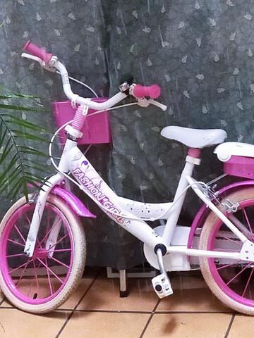 Se Vende Bicicleta De Niña Casi Nueva
