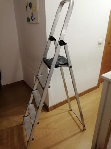 Escalera De Aluminio 5 Peldaños Antidesl