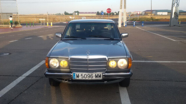 MERCEDES - W123 300D - foto 3