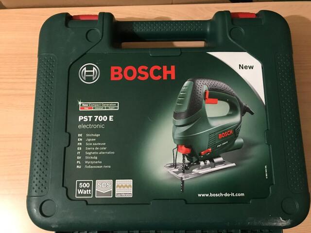 Sierra Caladora Bosch Pst 700E + Sierras