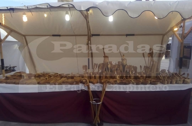 PARADAS DE MADERA MEDIEVALES - foto 2
