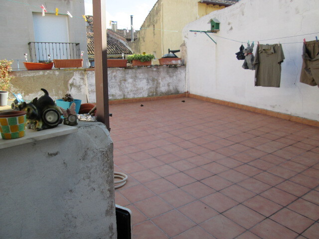 VENTA DE CASA CON PATIO Y GARAJE - foto 4
