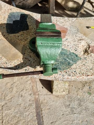 Antiguo Tornillo De Mesa