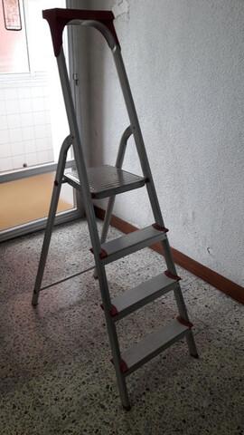 Escalera Aluminio (4 Peldaños)