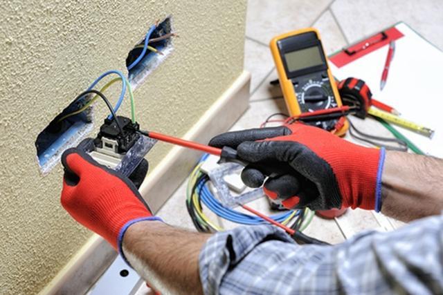 TECNICO ELECTRICISTA EN FUENGIROLA - foto 1