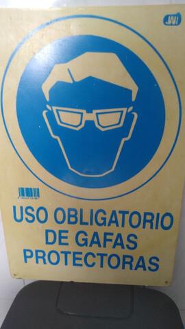 2 Carteles Uso Obligatorio Gafas Protect