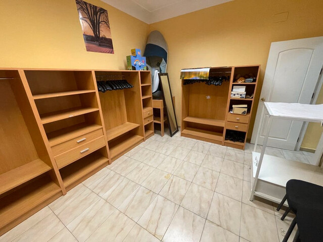 LOTE MOBILIARIO OFICINA Y EXPOSICIÓN - foto 3