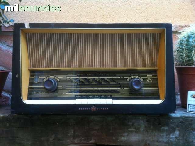 Antigua Radio De Valvulas Rusa