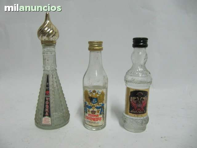 Botellas Muy Antiguas De Vodka Pequeñas