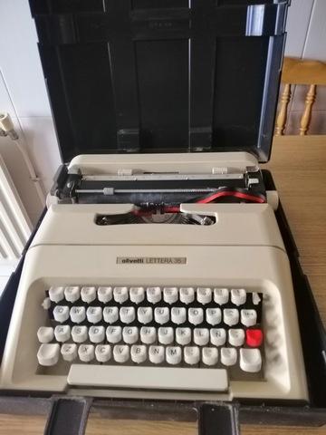 Maquina De Escribir Olivetti Letera 35
