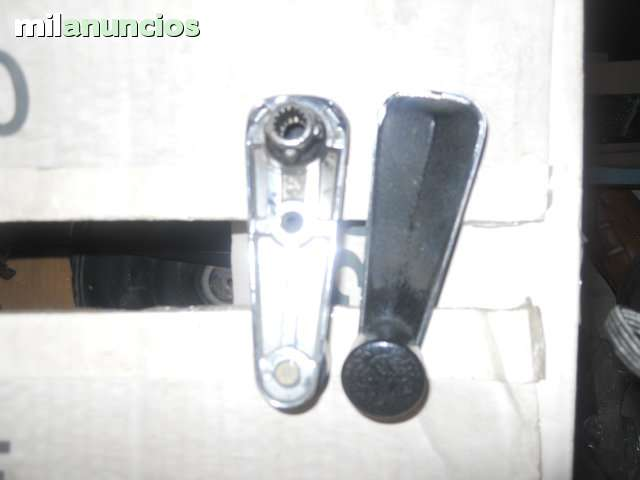 RENAULT 5 MANIVELA ALZA CRISTALES - foto 1