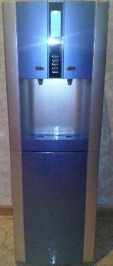 Fuente purificadora de agua - foto