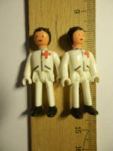 Camilleros cruz roja (4 cm) sin marca. - foto