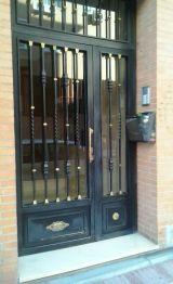 Puerta de hierro para portal NUEVA - foto
