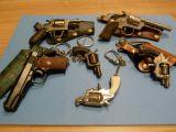 llaveros pistolas - foto