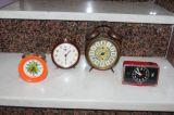 quatro  antiguas despertadores - foto