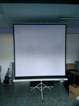 Alquiler de proyector + pantalla - foto