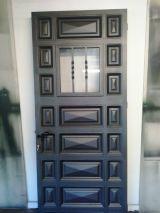 puerta de hierro nueva exterior - foto