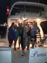 Pesca de atun rojo gigante en barco - foto