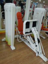 Maquina para gimnasio, prensa horizontal - foto