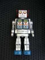 robot modelo antiguo hojalata - foto