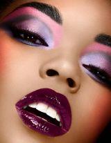 Peinado, maquillaje y esmaltado manicura - foto