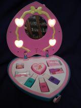 Vendo caja corazon juguete cosmetica - foto