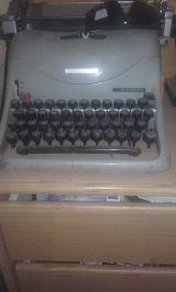 Máquina de escribir oliveti - foto