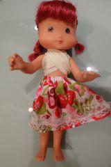 Muñeca de tarta de fresa - foto