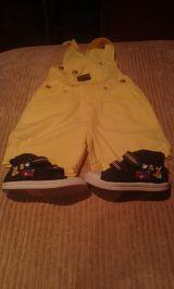 --// peto amarillo   y zapatillas - foto