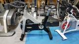 Bici spinning technogym con pantalla - foto