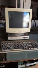 Macintosh LC 475 - foto