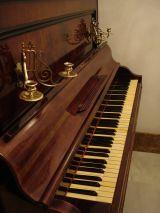 Piano antiguo - foto