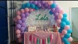 decoración y arco con globos - foto
