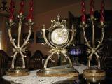 Reloj y candelabros de bronce - foto