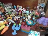 lote 38 muñecos de juguete - foto