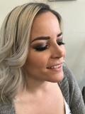 Maquilladora profesional y peluquera - foto