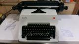 Máquina de escribir OLYMPIA - foto