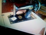Máquina de coser antigua - foto