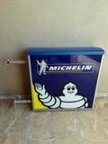 Letrero de MICHELIN - foto