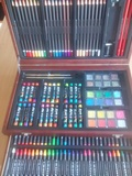 Caja de pinturas - foto