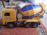 camión hormigonera de juguete - foto