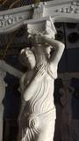 Cenadores de mármol con esculturas - foto