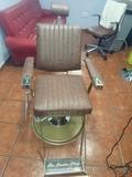 Se restauran sillones de barbero - foto