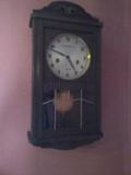 reloj antiguo de pendola o pared - foto