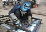 Herrero, soldador, metalista - foto