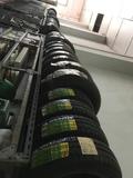 neumáticos nuevos - foto