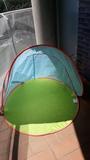 Piscina con parasol - foto
