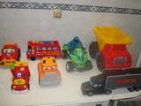Muchos coches/camiones infantiles - foto