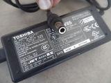 Fuente cargador de  portatil toshiba - foto